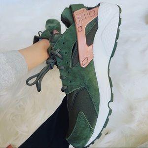 Nike Shoes - Air Huarache Run